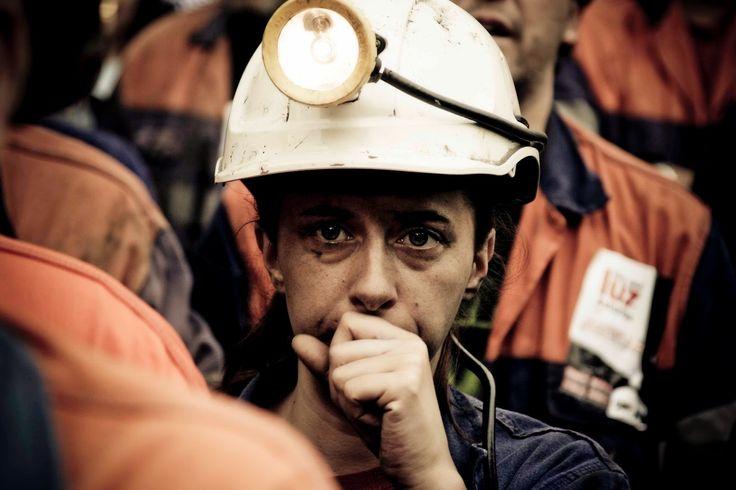 AIRLIFE te dice ¿quiénes tienen mas riesgo de enfermarse en presencia de Agentes causantes de cáncer en el trabajo. Entre las personas con riesgo se encuentran los mineros que inhalan minerales radiactivos, como el uranio, y los trabajadores expuestos a productos químicos como el arsénico, el cloruro de vinilo, los cromatos de níquel, los productos derivados del carbón, el gas de mostaza y los éteres clorometílicos.