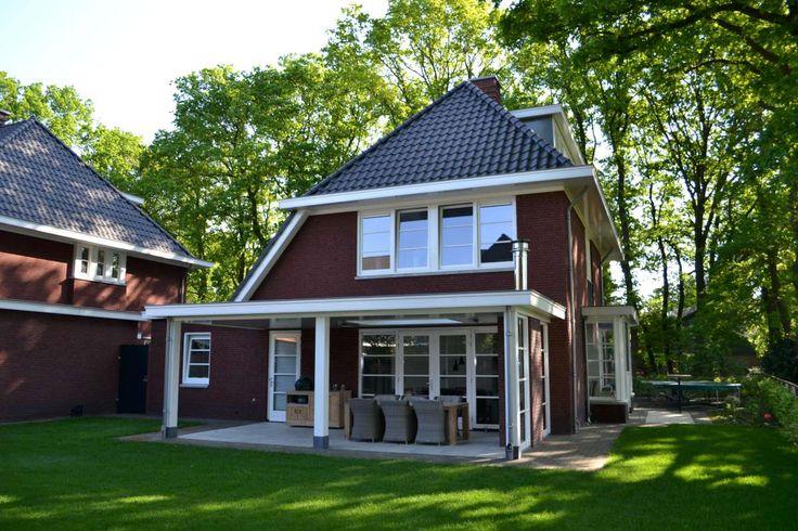 Vrijstaande woning met praktijkruimte in jaren 30 stijl te Lunteren - HaBé | Bouwen in Stijl