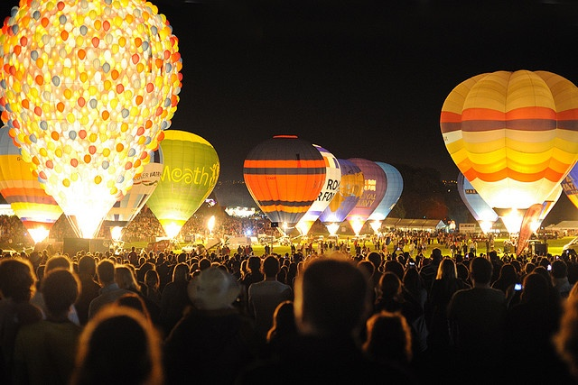 Bristol International Balloon Fiesta. I want to go there.. AND ride in a balloon.