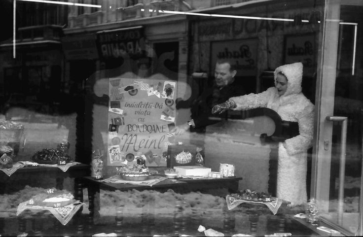 18Bukarest.Cuta im Meinl-Fenster.11.1941