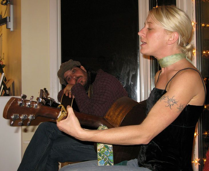 File:Danny Schmidt and Carrie Elkin.jpg