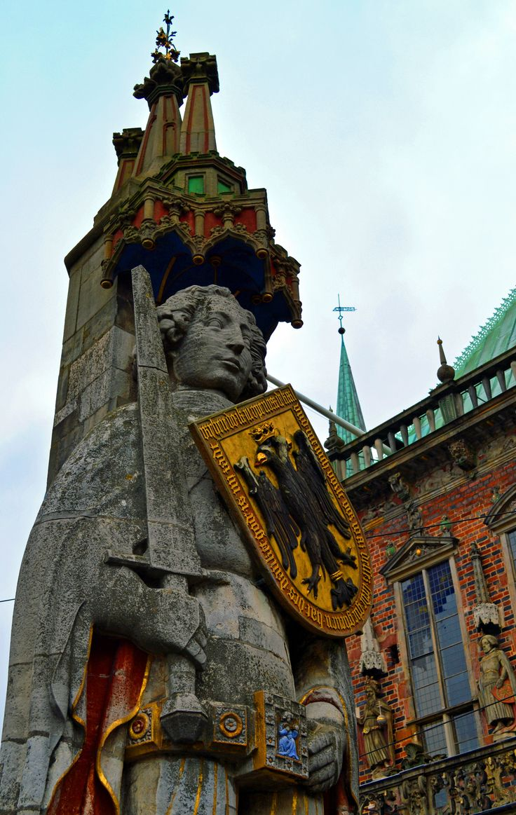 Historic statue of Roland.