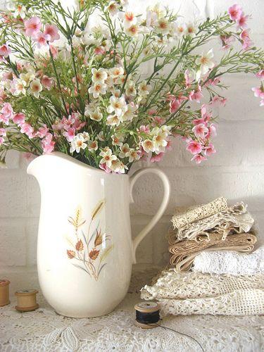 PrettyBeautiful Flower, Beautiful Arrangements, Vintage Lace, Shabby Chic, Country Wedding, Little Flower, Floral Decor, Flower Arrangements, Chic Floral