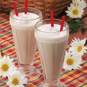 Frosty Chocolate Malted Shakes Recipe  •6 cups low-fat vanilla frozen yogurt  •3-1/2 cups fat-free milk  •1/4 cup sugar-free instant chocolate drink mix  •1/4 cup malted milk powder  •1-1/2 teaspoons vanilla extract