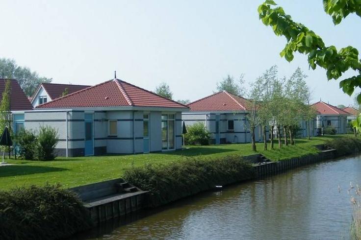 U zoekt een vakantiehuis in Noord-Holland. Klik eens op de volgenden link om het aanbod van vakantiehuizen in dit deel van Nederland te bekijken:  http://www.recreatiewoning.nl/woning-zoeken/huur/nederland/noord-holland/-/-/-/1