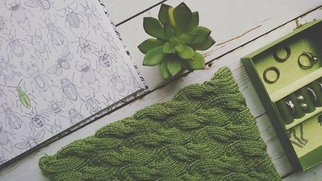 Knitted scarf  #вязание #спицами #knitting #снуд #снудскосами #осень #scarf #cables #вязаниеназаказ