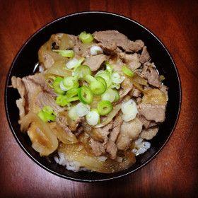 ★★ 新玉ねぎの豚丼♡ 豚肉→鶏ミンチ、+ごぼう&巣ごもり卵。柳川鍋みたいで意外と美味しかった。最初に玉ねぎをレンチンしてたので柔らか〜。それでもまた作りたいと思うほどではなく。