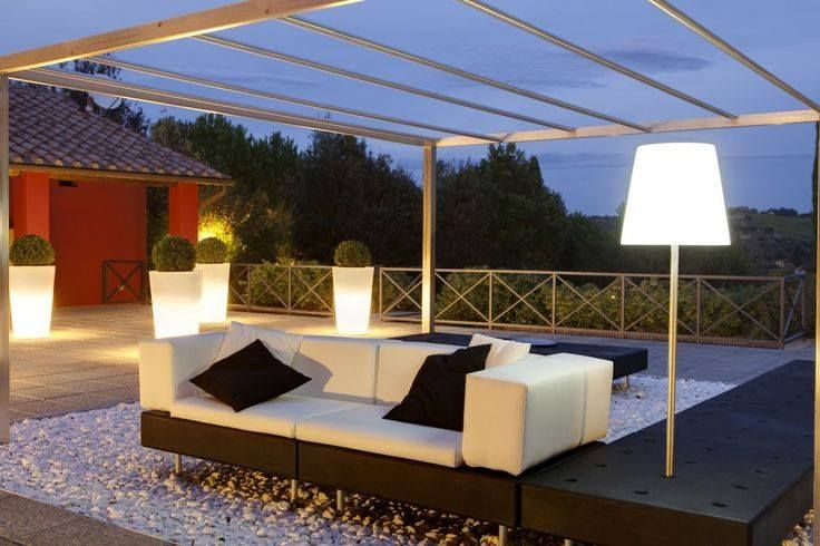 design light pots slide milano in garden. www.terraform.pl