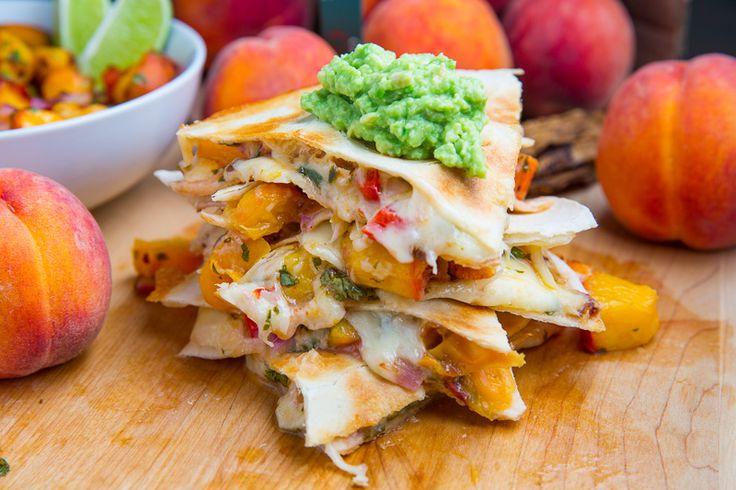 Quesadillas aux pêches. Délicieux lorsque préparé avec des tortillas artisanales.