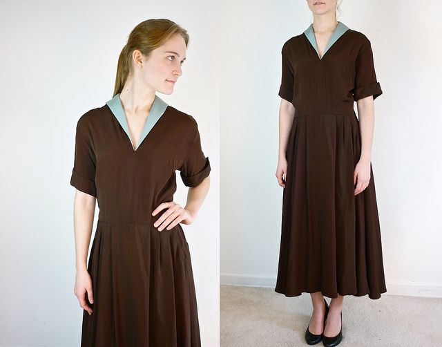 If you like the look of a handkerchief worn over a shirt, you'll like this small collar on a dress. I like the contrast fabric also.