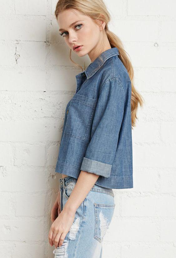 Denim on denim - Deze gave denim blouse van de Forever21 is nu in de uitverkoop! #mode #dames #spijkerstof #spijkerbroek #distressed #boyfriend #jeans #fashion #sale