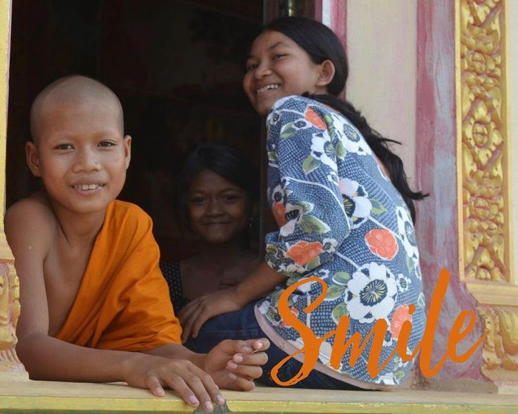 Esistono molte cose nella vita che catturano lo sguardo ma poche catturano il tuo cuore: segui quelle! W. Churchill  #cambogia #sorrisi #nofilter #monks #buddhism #incontroautentico #cambogiaviaggi #particonnoi new pics on Instagram