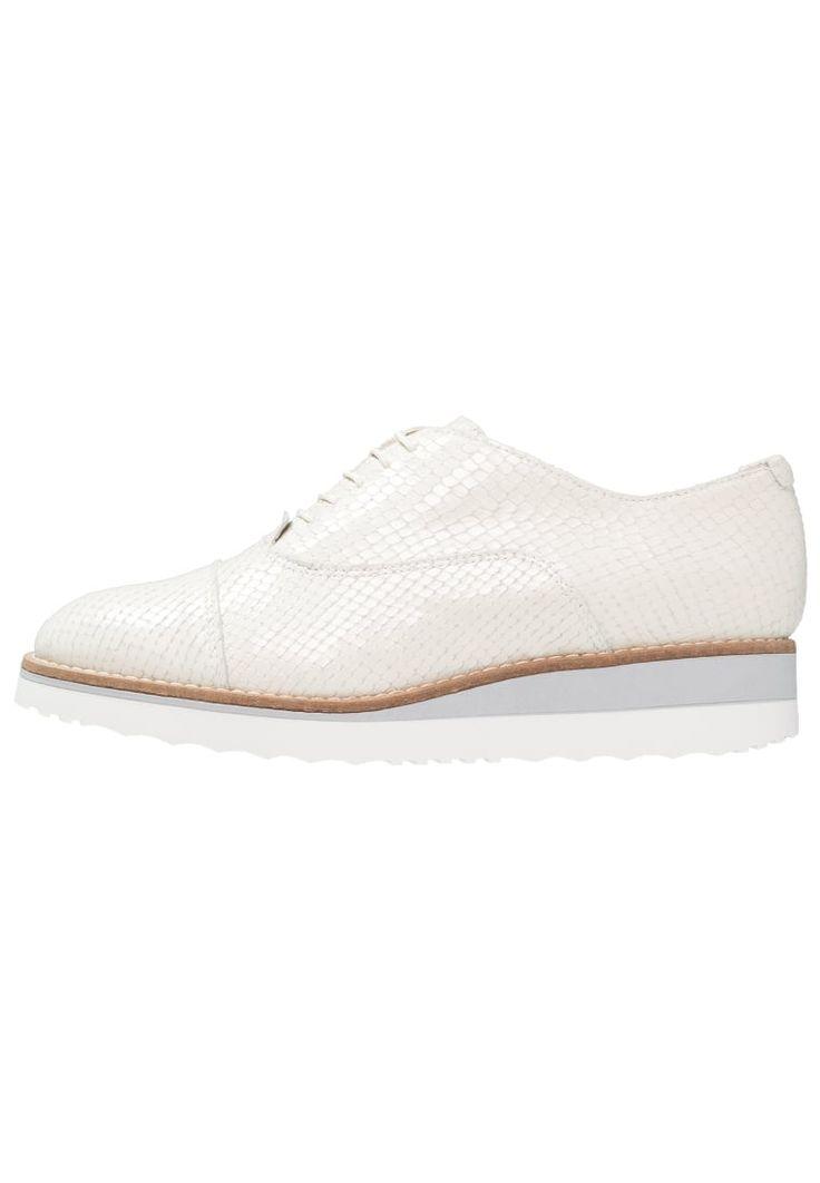 ¡Consigue este tipo de zapatos con cordones de Dune London ahora! Haz clic para ver los detalles. Envíos gratis a toda España. Dune London FARA Zapatos de vestir offwhite: Dune London FARA Zapatos de vestir offwhite Ofertas     Material exterior: piel, Material interior: combinación de piel/tela, Suela: fibra sintética, Plantilla: cuero   Ofertas ¡Haz tu pedido   y disfruta de gastos de enví-o gratuitos! (zapatos con cordones, vestir, acordonado, acordonados, cordón, blucher, oxford, ...