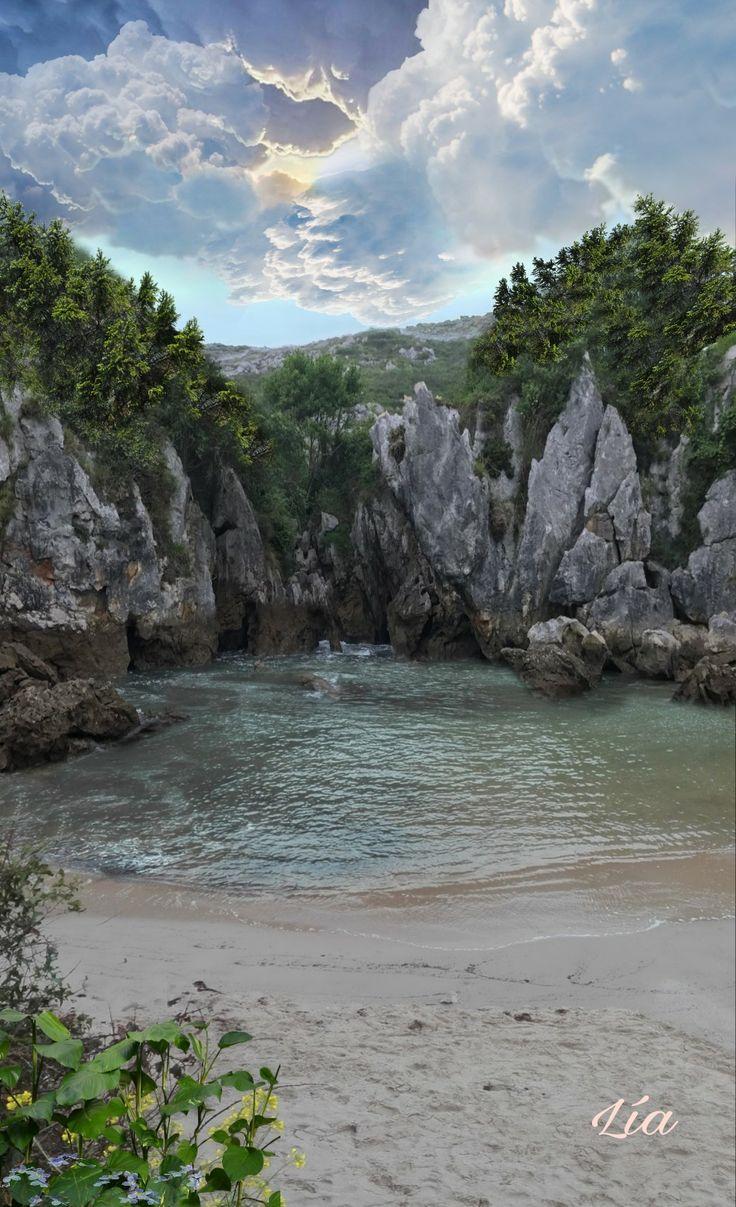 Playa de Gulpiyur esta oculta y es espectacular a mas de cien metros del mar,  esta situada en el concejo de Llanes Asturias España