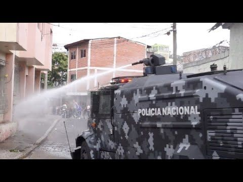 Police fire tear gas and water cannon during protest in Honduras