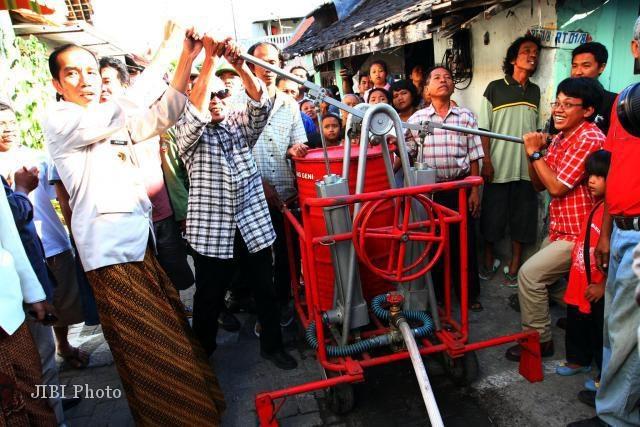 """Jurus """"Pawang Geni"""" Jokowi untuk Atasi Kebakaran ?"""