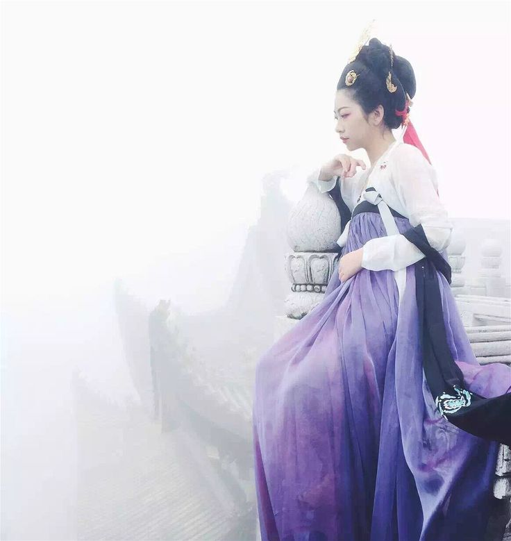 """""""Traditional Chinese clothes, hanfu. Waist-high ruqun and breast-high ruqun. Tailor @司南阁汉服 Photos by 临溪摄影 Place Mount Emei """""""