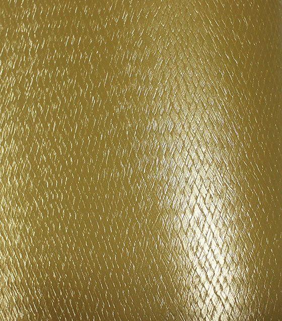 Para quem procura dar mais destaque aos itens da decoração, o revestimento autocolante em couro sintético dourado é uma ótima opção. Pode ser usado em acessórios, combinando tanto com uma decoração em cores escuras, como com cores leves e tons pastéis.