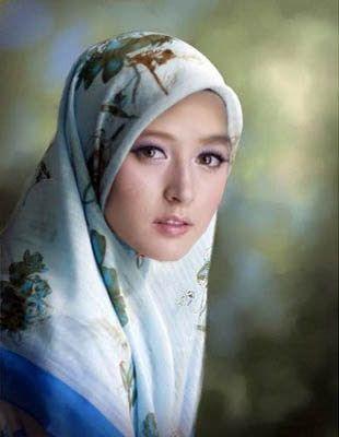 Tekanan dari orang-orang terdekat membuat Annisa kesulitan mempelajari Islam di Surabaya. Hingga akhirnya pada 2005 ia kabur ke Jakarta demi menyelamatkan keimanannya. Di Jakarta, ia mempelajari Islam dengan sungguh-sungguh.