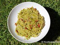 Spaghetti al pesto di peperoncini verdi