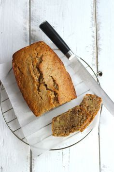 Komt er familie op bezoek? Maak deze heerlijke bananencake. Zelfs lekker voor de mensen die niet van banaan houden.  http://www.vriendin.nl/koken/recepten/6536/recept-voor-bananencake