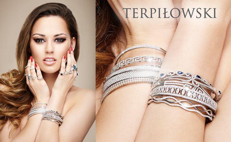 Nasza modelka świetnie eksponuje biżuterię