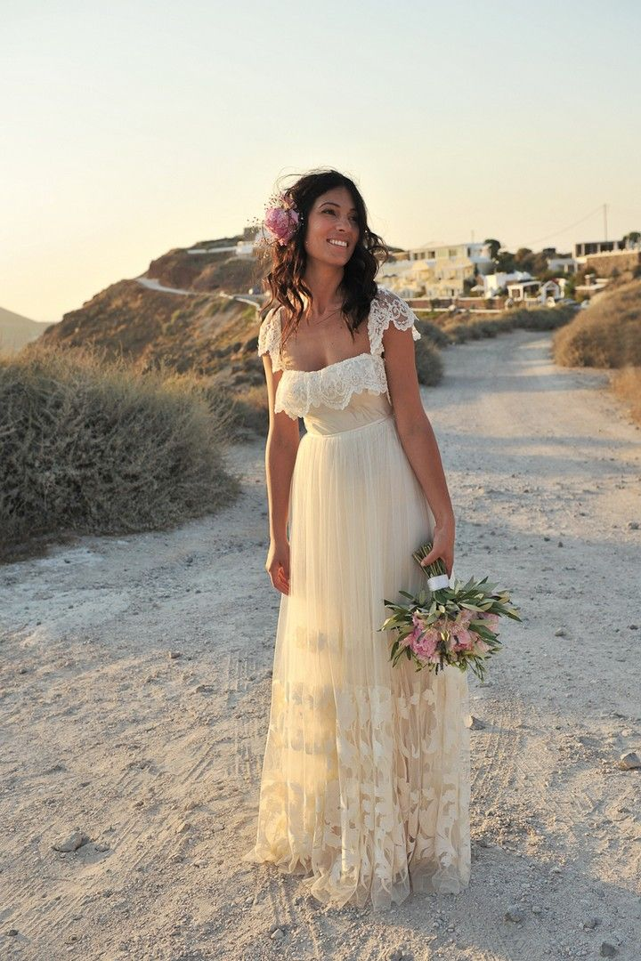 Pretty bohemian wedding frock with cute lace neckline and sleeves. Sooo beautiful!