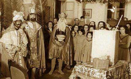Día de Reyes en el Puerto de Santa María , Cádiz en 1952 visitan el colegio de las Hijas de la Caridad