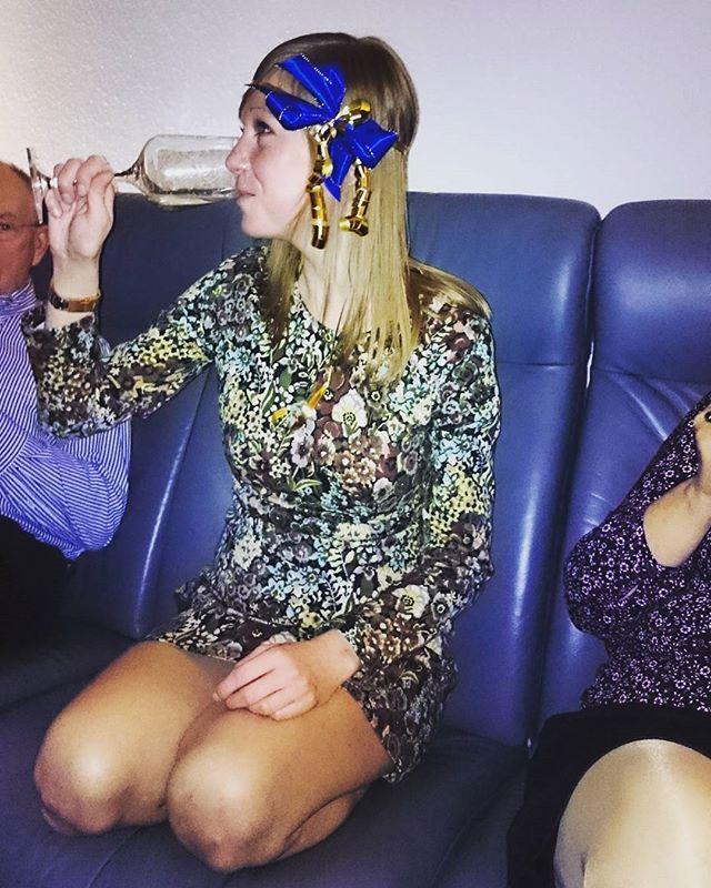 #froheweihnachten  #merrychristmas #nummereinsamglas  #heiligabend #familie #saufenistscheissedochwirmachenstrotzdem#weihnachten #aachen #wirfeiern #wein #bescherung #geschenke #xmas #present #heimat #mywinemoment #instawine #wine #winelover #deutscherwein