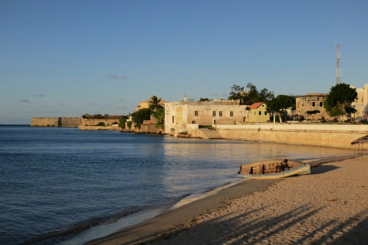 Ilha de Mozambique Ilha de Mozambique, the former hub of Portugese East Africa and currently one of UNESCO's best-kept secrets. It's hard to imagine amid the crumbling coral walls and dirt streets of Ilha de Mozambique that it was once the capital of a Portuguese East Africa and a...