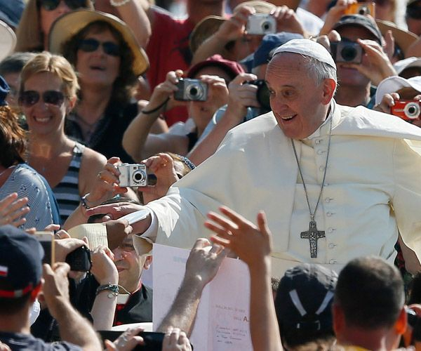 In latest interview, Pope Francis reveals top 10 secrets to happiness | Catholic News Service
