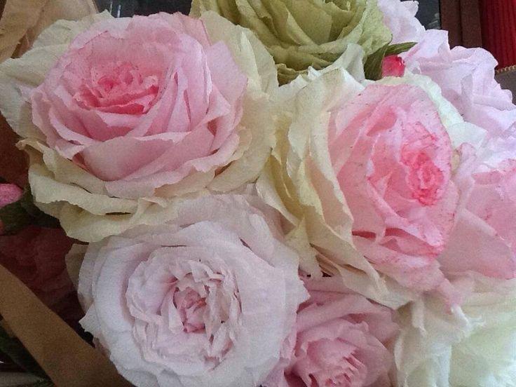 Rose in carta crespa 60 dipinte  a mano Lerosedimari di Maria Paduano.