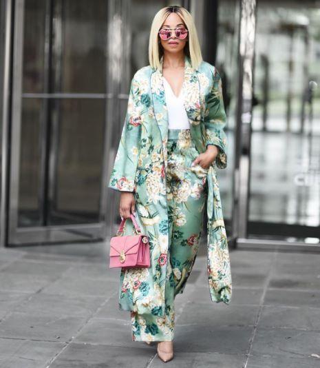 I love Zara outfit. This girl just kill it. #fashion #zara #zaraaddict #whattowear #ootd #casualstyle #blog #blogger #kimono #howtowearakimono #summerstyle