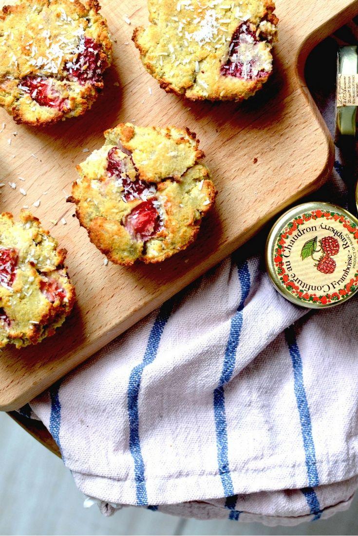Ben jij een kokosliefhebber? Trakteer jezelf dan eens op deze overheerlijke kokos-aardbeienmuffins van @mylulurose. Yasmin heeft zich laten inspireren door Jennifer van @voedzaamensnel en maakte haar eigen versie van de kokosmuffins met aardbeien. Het recept kun je vinden op onze website: puur.li/kokosaardbeienmuffins #gastblog #mylulurose #bakken #muffins #puurenkracht #webshop #jacobhooy