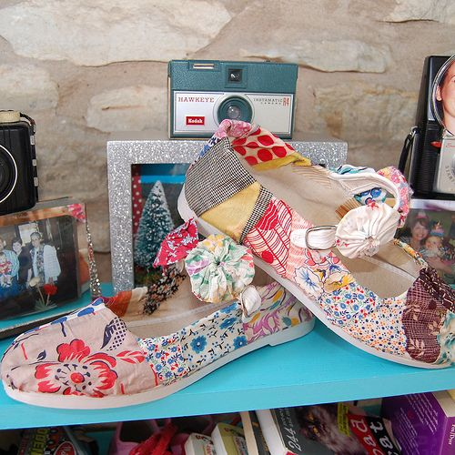 From Jennifer Perkins comes these fun shoes!  Use your fabric scraps, fabric fusion glue, and Tah Dahhh!  For the Tutorial See This ~ http://naughtysecretaryclub.blogspot.com/2012/02/i-love-to-create-fabric-scrap-shoes.html