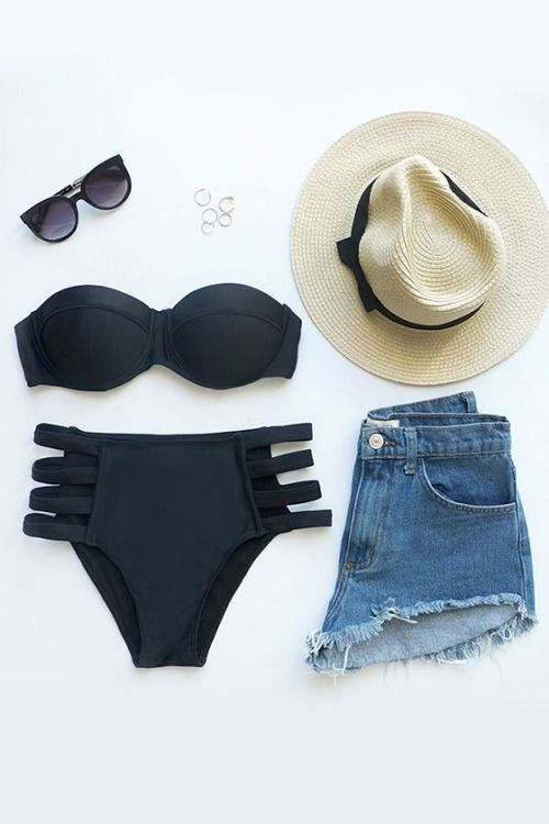 - Shorts jeans cintura alta - Bikini preto - Chapéu - Óculos