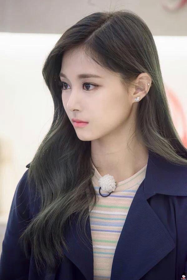 Tzuyu // TWICE // She is definitely one of the prettiest idols of 2016.