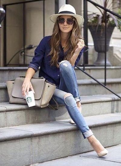 ネイビーシャツ+ダメージジーンズのコーディネート(レディース)海外スナップ | MILANDA