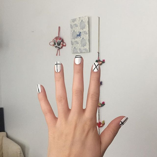 30 Minimalist Nail Art Ideas So You Can Keep It Simple This Summer   StyleCaster