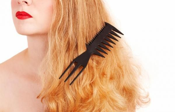 How to repair burnt hair. If your hair is in poor condition and is burnt, weak and very damaged, it´s time you give it the care it needs and make some changes in terms of haircare habits and products you use. Only by chopping ...
