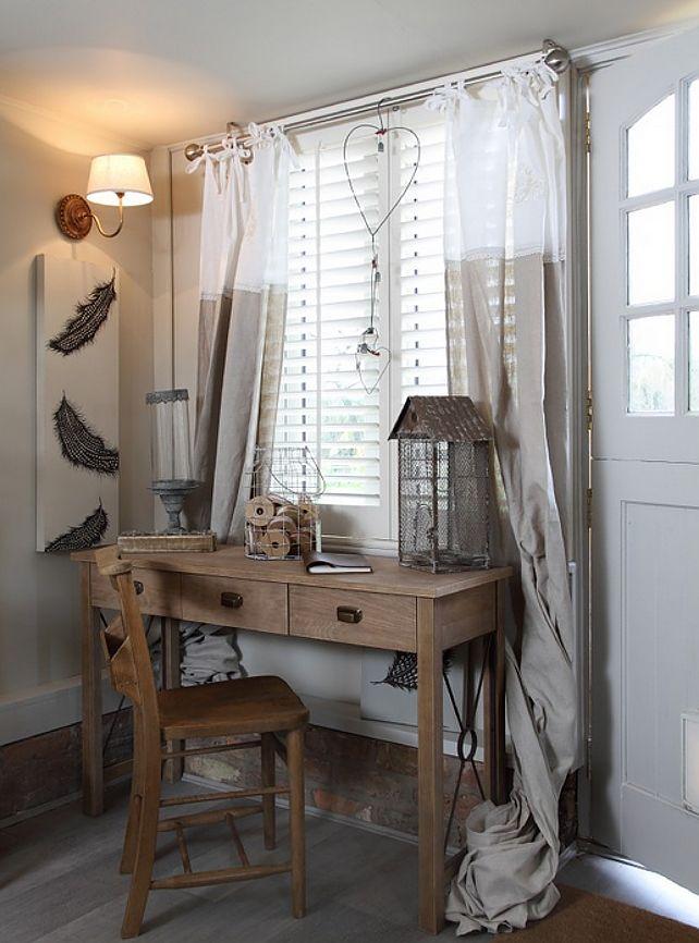 Misschien niet zo romantisch aan de buitenkant maar wat een leuk huisje knus (computer)hoekje Klein maar gezelligkeukentje...