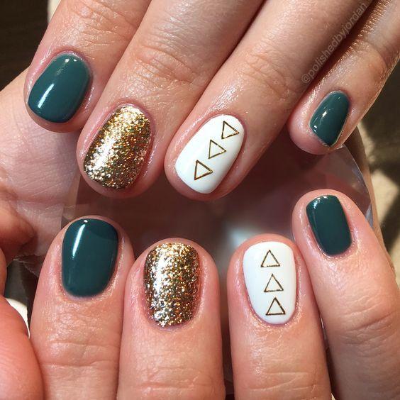 I would change this up to red, silver and black. Fall Nails, Holiday Nails, Christmas Nails, green nails, gold nails, fun nails