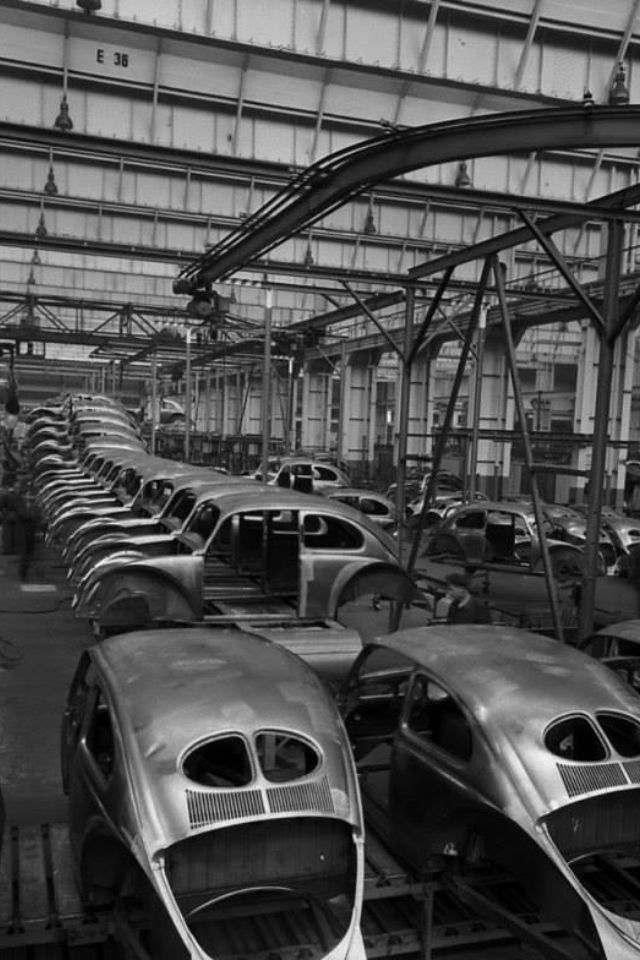 VW production - Beetle assembly line