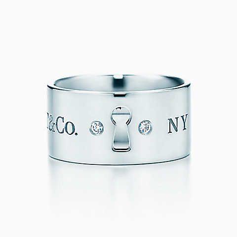 Large bague Locks Tiffany, en argent massif et diamants.