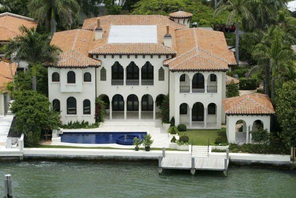 Latin candela! Ricky Martin's mansion!