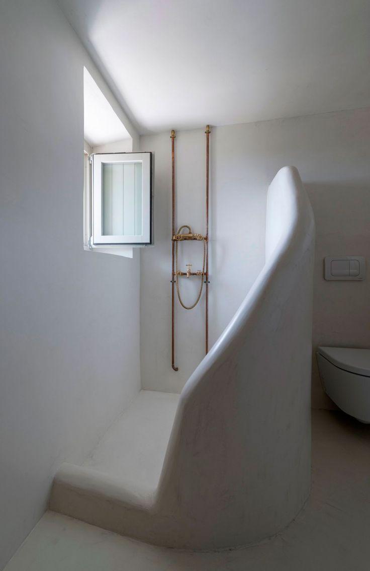 sculptural shower screen