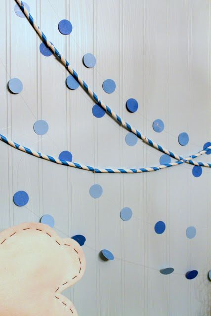 Kids holiday crafts - paper straw garland via @Jenny Dixon