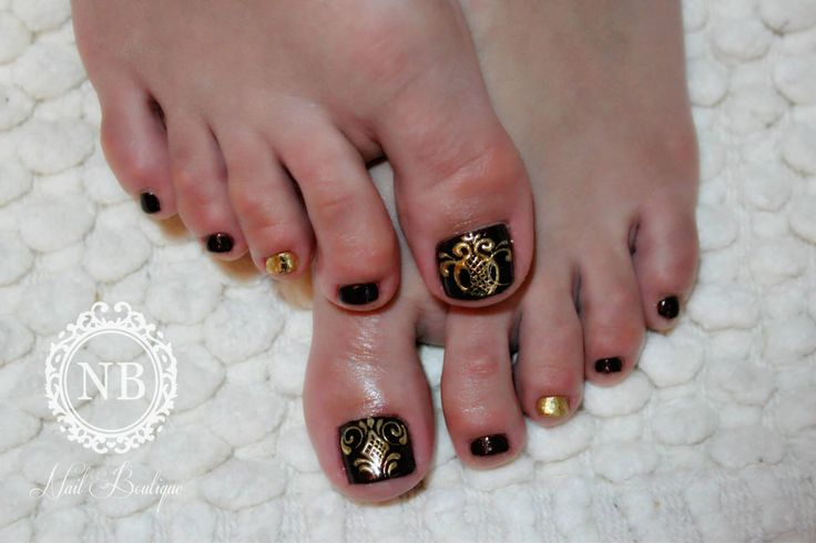 baroque model on a pedicure
