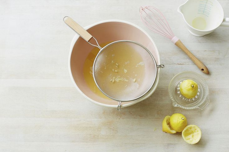 How to Bleach with Lemons