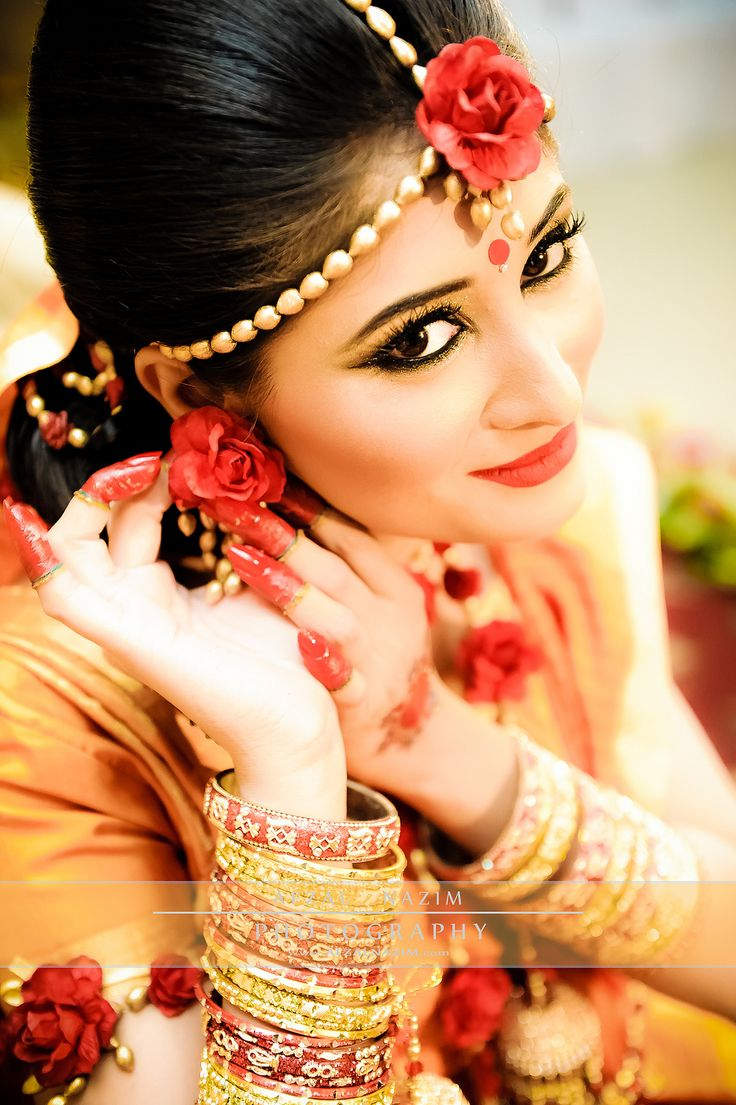 Beautiful florals for this Bengali bride to be #Bangladesh wedding